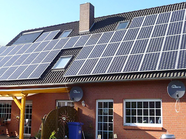 Solar cell production and technology development in the United States